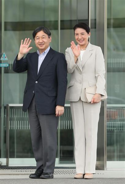 帰京のため福岡空港に到着された皇太子ご夫妻=26日午後2時36分、福岡空港(鳥越瑞絵撮影)