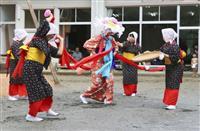 稲作の過程をコミカルに表現 鹿児島・奄美大島で伝統の豊年踊り