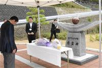 紀伊半島豪雨7年 「行方不明の人、早く家族の元に」奈良・五條で市長ら慰霊碑参拝