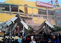 インドネシア地震・津波の死者384人に