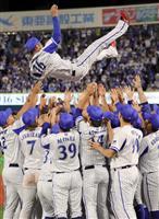 【プロ野球通信】DeNAの中継ぎ・加賀繁が引退 バレンティンが惜別の言葉「戦いは楽しか…
