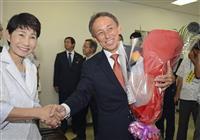 玉城デニー沖縄知事が初登庁「県民の声受け止め頑張る」