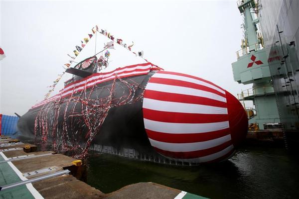 平成27年年度潜水艦の命名・進水式。そうりゅう型潜水艦「凰龍」(おうりゅう)の進水式=4日午前、神戸市兵庫区の三菱重工神戸造船所(前川純一郎撮影)