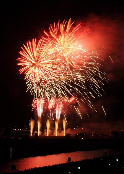 日本三大花火大会の一つ「土浦全国花火競技大会」に約75万人が訪れた=茨城県土浦市