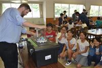 マシュマロで「宇宙」実験 宝塚の小学校でボーイングが特別授業