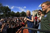 米人気女優らを逮捕 米判事指名に抗議で上院建物に座り込み