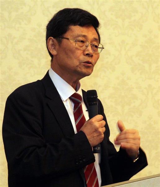 島根県西部地区で初めて開かれた「竹島問題を考える講座」で講師を務める下條教授