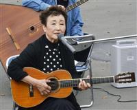 加藤登紀子さんが厚真訪問 「百万本のバラ」で激励
