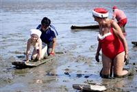 世界のサンタが泥まみれ 佐賀で「クリスマス事前合宿」
