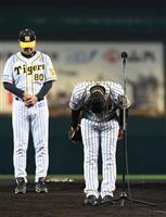 阪神・金本監督「私の力不足」とファンに謝罪、甲子園最終戦で意地の勝利