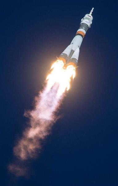 ロシア宇宙船ソユーズ、打ち上げ失敗、飛行士2人は脱出
