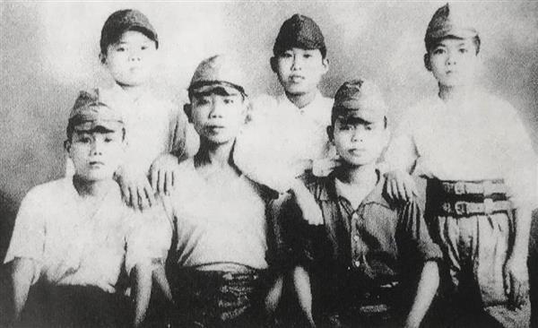 あどけなさも残る台湾出身の少年工。戦時中の昭和18(1943)年から2年間で計8400人以上の10代の台湾出身の少年が神奈川の「座海軍工廠(こうしょう)」で、戦闘機「雷電」の製造に携わる一方、勉学を続ける「半読半工」の生活を送った(台湾高座会留日75周年歓迎大会事務局提供)