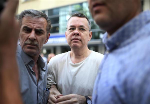 トルコ、米国人牧師解放へ 裁判...