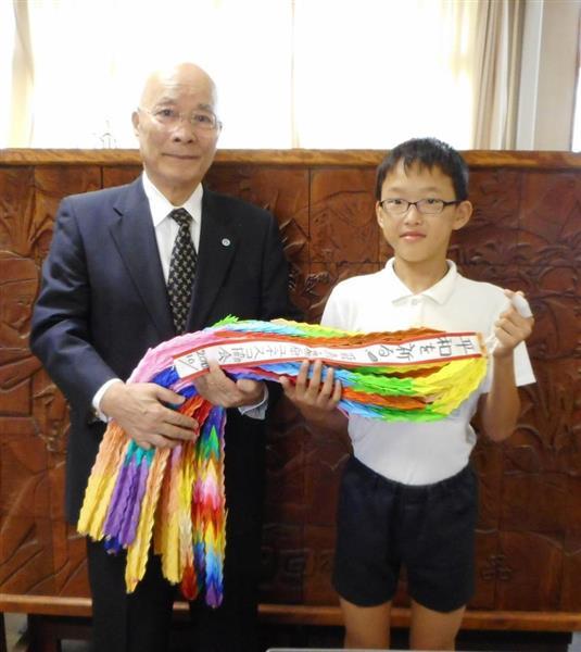 広島への修学旅行生に千羽鶴託す 奈良ユネスコ協会