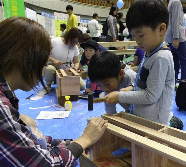 和歌山で商工まつり 縁日遊びや家具製作体験