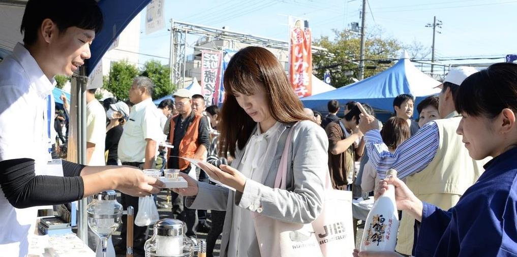 神戸・白鶴酒造で酒蔵開放イベント左党ら日本酒に舌鼓