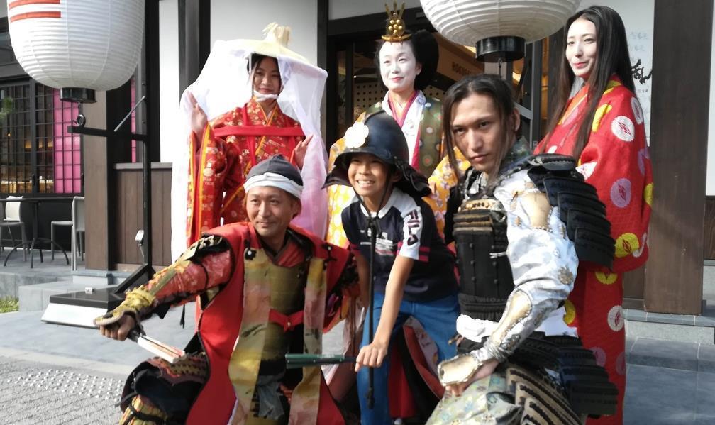 信長、和宮らと写真撮影 22日の時代祭PR 左京・平安神宮