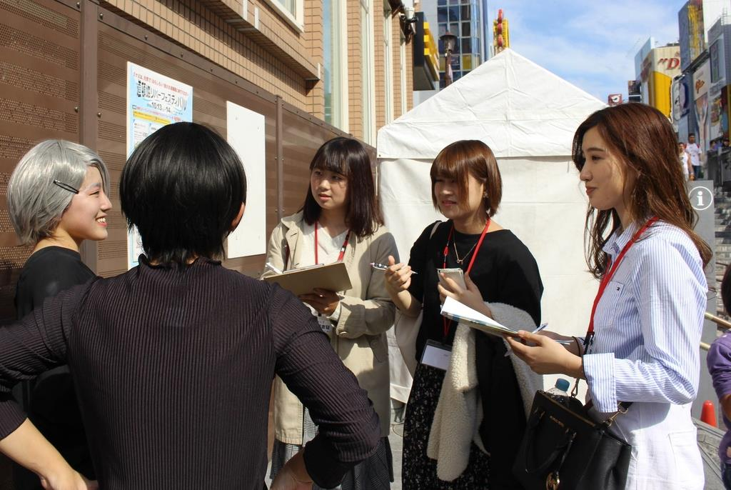 「質問が難しい」関西学院大生が取材体験 道頓堀フェス