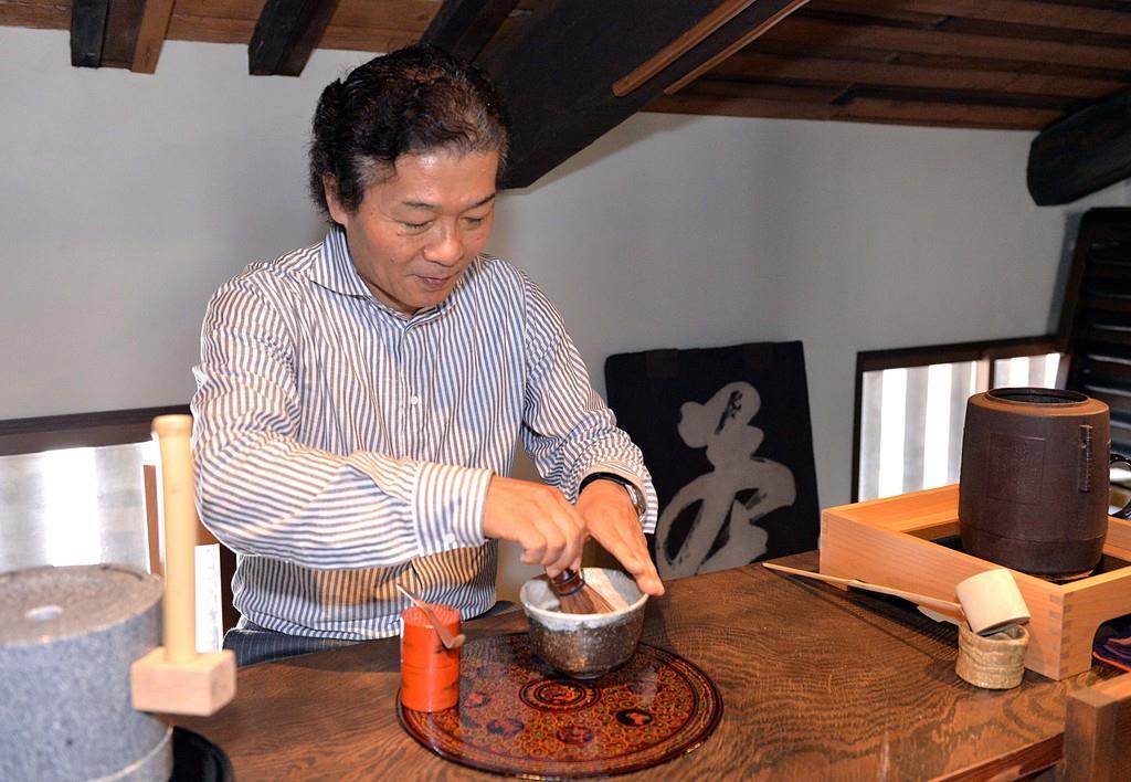 関西経営者列伝 つぼ市製茶本舗 谷本順一社長 第二章 試行錯…