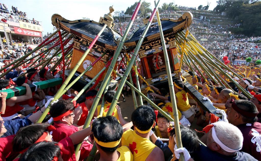 「ヨッソイ!」神輿激突、灘のけんか祭り 兵庫・姫路
