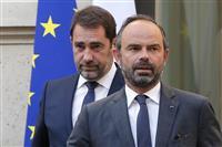 フランス内閣改造 内相後任、大統領の「身内」起用で収拾図る