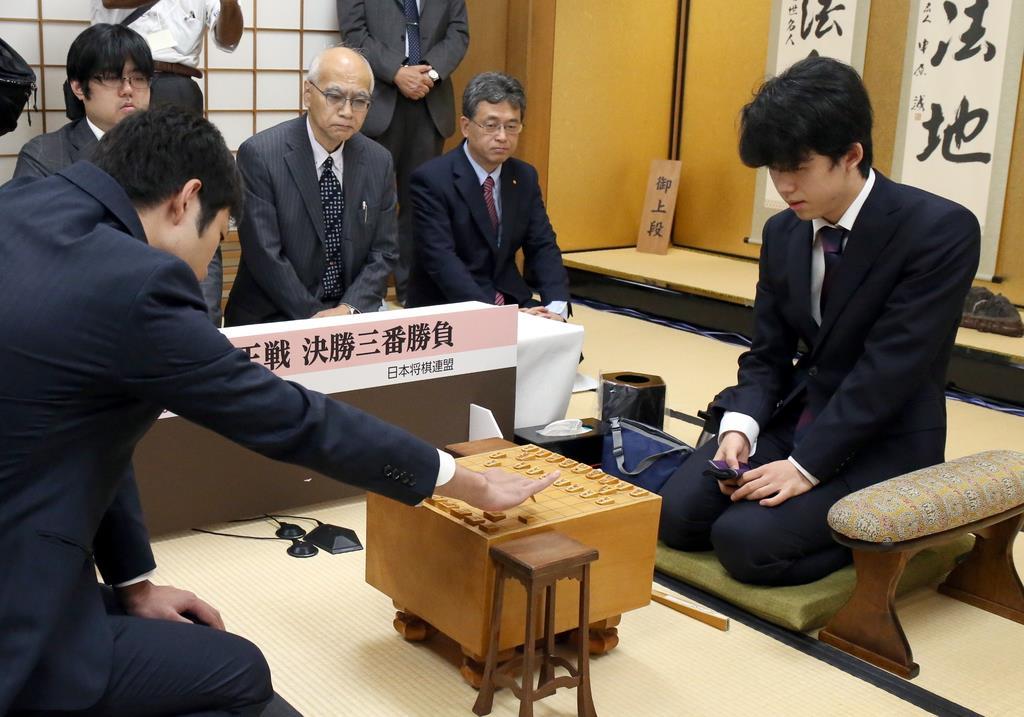 藤井聡太七段初優勝か 将棋の新人王戦第2局始まる