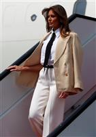 米大統領夫人搭乗機に異臭 機器トラブルが原因