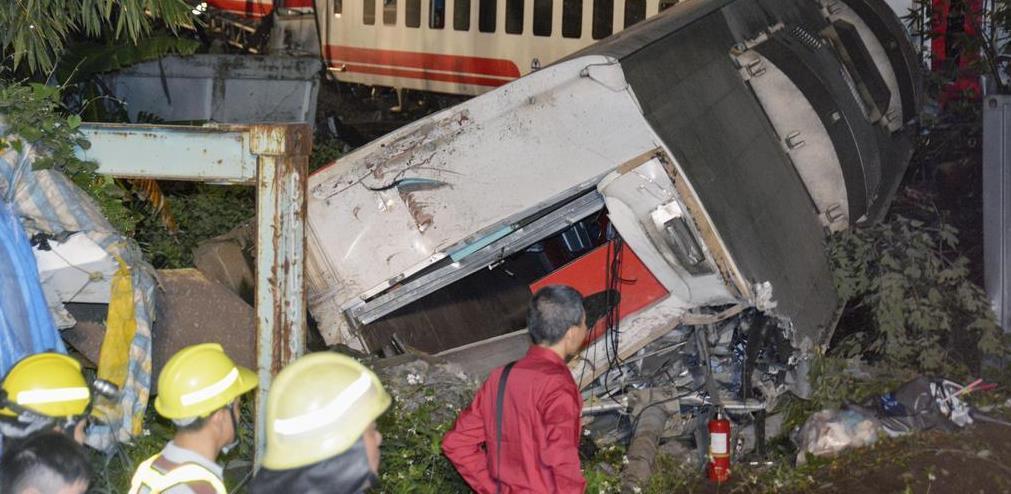 台湾北東部で特急脱線、18人死亡...