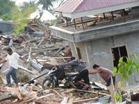 【ASEAN見聞録】街は「泥の津波」に飲まれた インドネシア地震ルポ、液状化で5000…