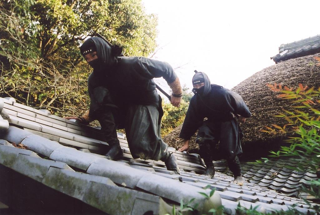 城の攻略や諜報を得意とした忍者のイメージ。中世には地域の自治を守る存在として大事な役割を果たしたという=伊賀市提供