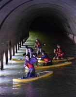 ハワイ生まれのウオータースポーツ「SUP」で旧国鉄遺構を巡る 錦秋湖水上散歩ツアー