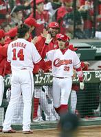 【日本シリーズ】広島の菊池涼介が一回に左中間への先制ソロ本塁打