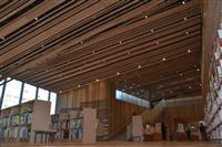 """木で包まれた開放的な""""本の森""""に 守山市立図書館が11月1日開館"""
