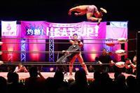 迫力のプロレス技に歓声 川崎で「ヒートアップ」大会