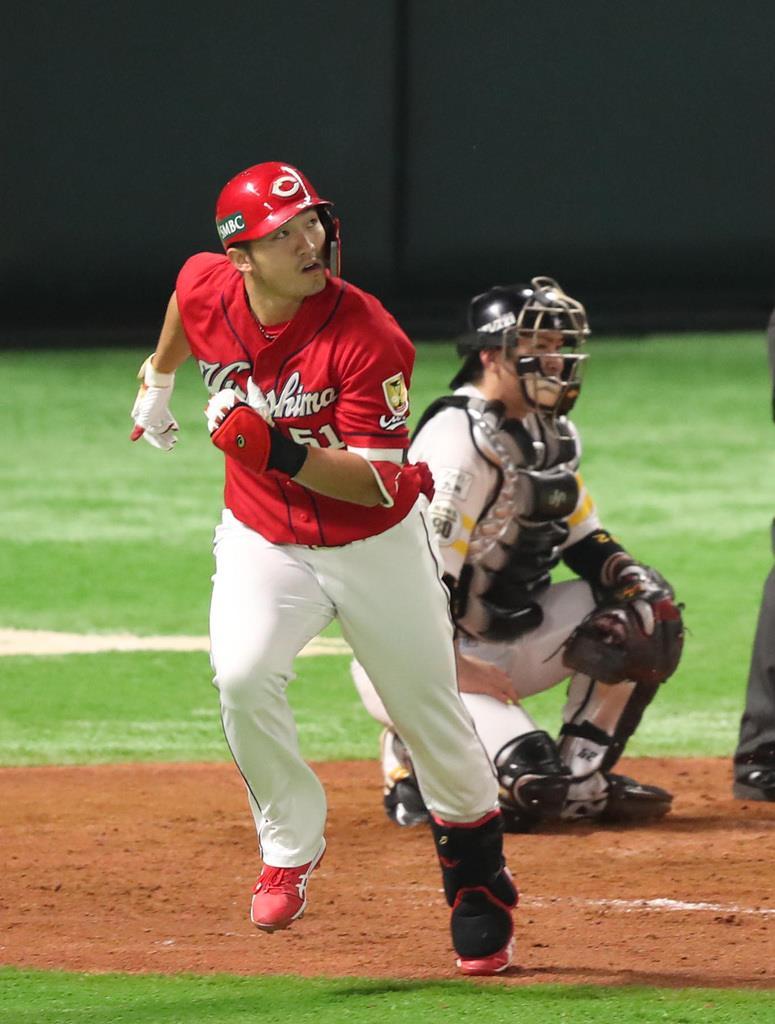 4回に広島・鈴木誠也が本塁打を放つ=31日、ヤフオクドーム(撮影・矢島康弘)