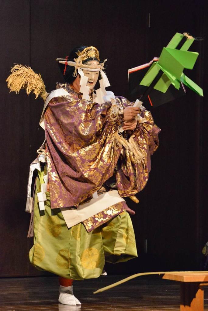 神楽とカウンターテナーの共演 荘厳な舞台「奉 縄文神楽」