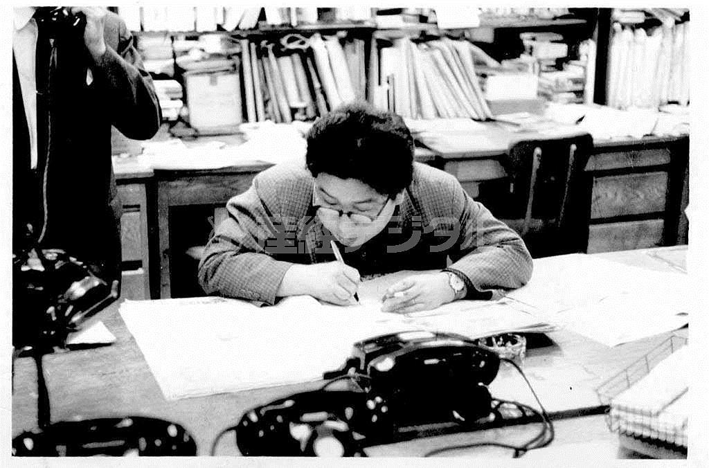 小松左京はSF作家としてデビューした頃、ラジオ大阪でニュース漫才の台本を毎日書いていた