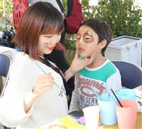 顔にかわいく猫のペイント、子供たち大喜び 和歌山電鉄の貴志川線祭り