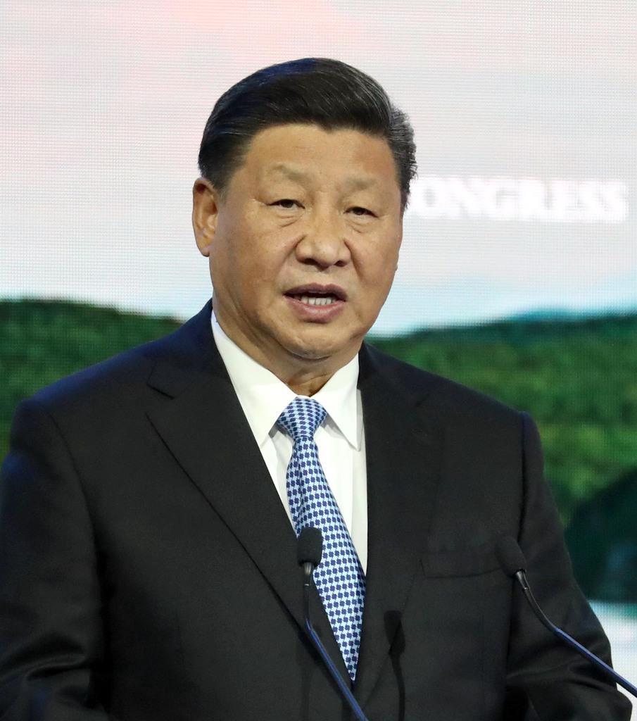 東方経済フォーラム全体会合で発言する中国の習近平国家主席=9月12日、ロシア・ウラジオストク(古厩正樹撮影)