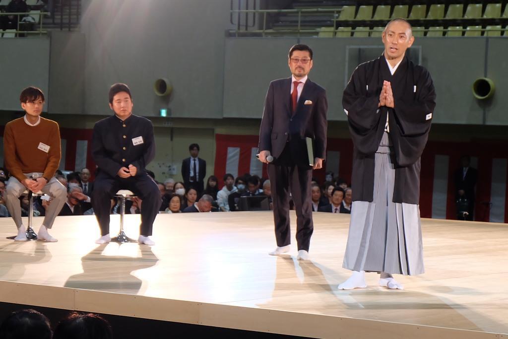 市川海老蔵さんが千葉商科大で特別講義 学生ら1900人詰めか…