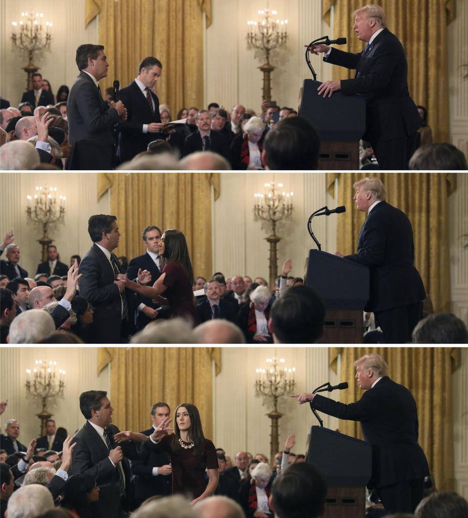 7日、米ホワイトハウスでの記者会見で、トランプ大統領に質問するCNN記者に近づき、マイクに手を伸ばすスタッフ(ロイター)