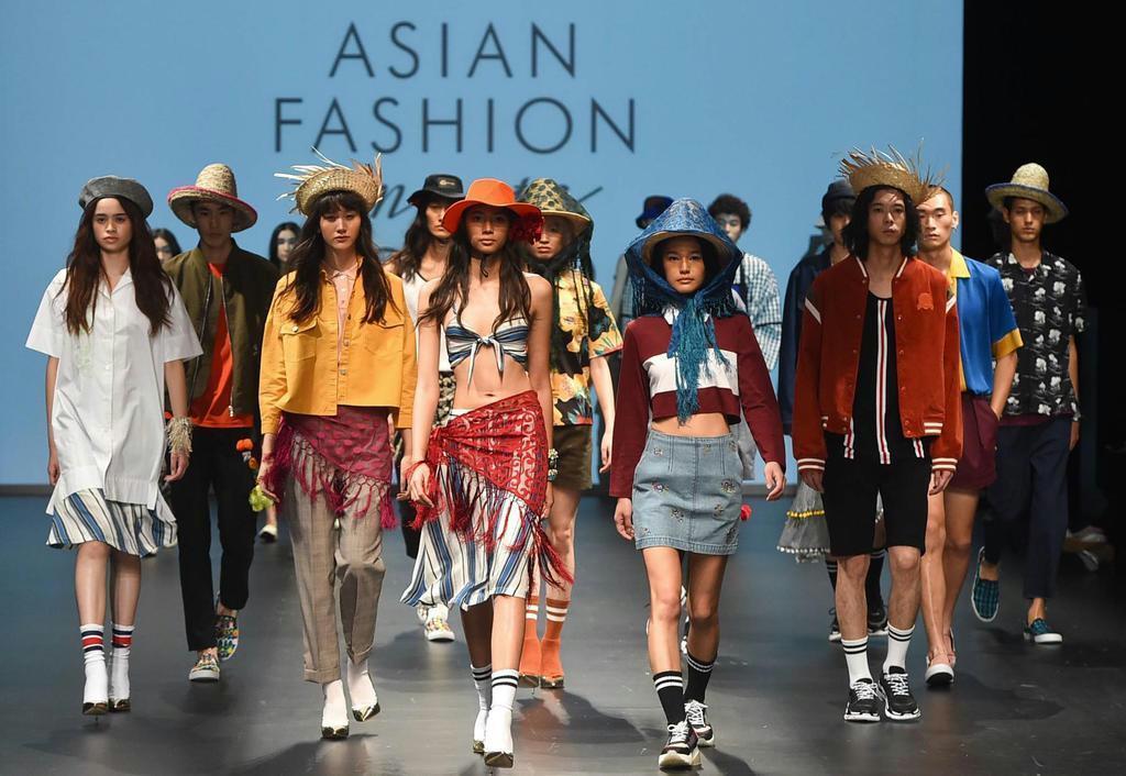 ショーの主題は「アジアン・ファッション・ミーツ・トーキョー」 (アジアの