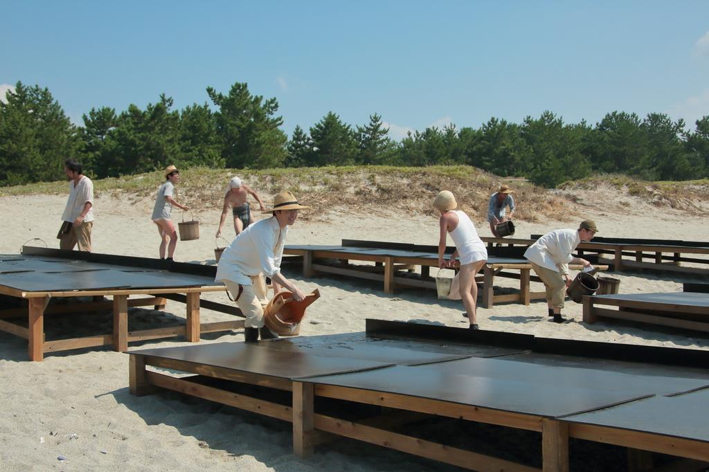 専門家も理にかなっていると評価された鉄板を並べての塩作り