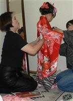 施設の子に七五三の晴れ着 和歌山キワニスクラブ、お祝い演出