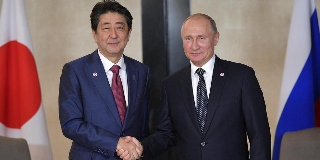 安倍首相、プーチン露大統領と会...