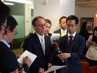 玉城デニー沖縄県知事、米政府当局者と会談