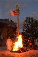 来年の凶方位は「東南」に 姫路・広峯神社で御柱焚き上げ神事