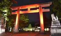 紅葉映える「神あかり」 滋賀・多賀大社でライトアップ
