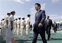 安倍首相、海上保安庁巡視船を視察、乗組員に訓示