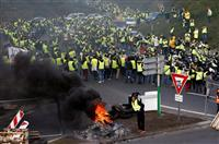 仏燃料税抗議デモ28万人に 1人死亡、230人負傷